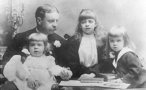 Eleanor Roosevelt, age 8, by her father Elliott. Brothers Elliott Jr and Gracie Hall are on the far right and left